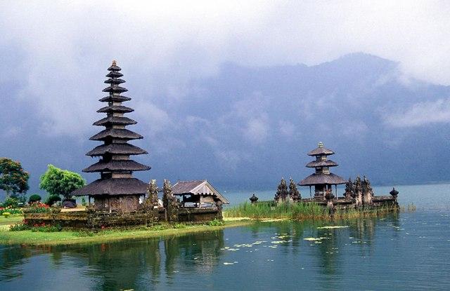 Pura-Ulun-Danu-Bratan-temple-in-Bali-Indonesia